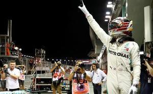Hamilton se viste de superhéroe