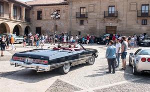 Santo Domingo acogió una concentración con 26 coches americanos