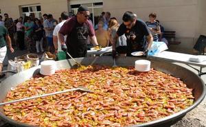 Una paella para más de 400 personas pone el broche final a las fiestas de El Villar
