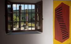El 'laboratorio creativo' de Ibarrola, en una exposición en Cantabria