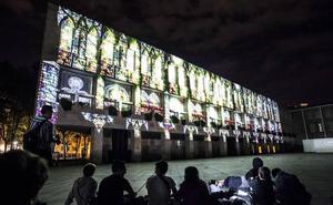 El Video Mapping en la fachada del Ayuntamiento embelesa a los logroñeses