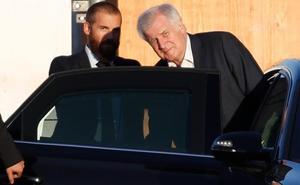 Seehofer cobija al caído jefe de los espías
