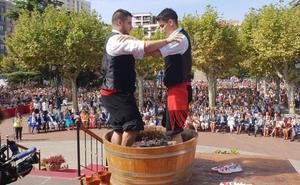 Mosto, tradición y calor en el pisado de la uva