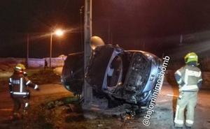 Un joven de 20 años sufre un accidente en El Cortijo tras salirse de la carretera