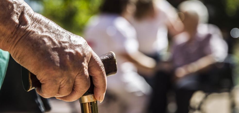 860 mayores riojanos esperan una plaza pública en una residencia de ancianos