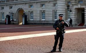 El 'arma' del detenido ayer ante el palacio de Buckingham era un llavero y no una pistola 'taser'