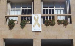 Logroño se tiñe de dorado para apoyar la lucha contra el cáncer infantil