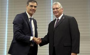 Pedro Sánchez promete ser «abogado» de Cuba ante la UE y evita hablar de derechos en la isla