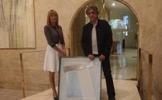 El Parlamento riojano adquiere una escultura de Balanza