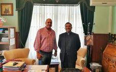 García recibe al nuevo párroco, Javier Osés