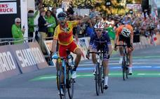 Alejandro Valverde se enfunda el maillot arcoíris