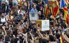 La presión de la calle se vuelve en contra del Gobierno catalán un año después del 1-O