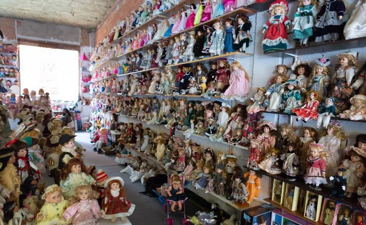 Charo Anguiano, la coleccionista de 3.000 muñecas