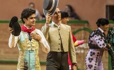 Juan Silva 'Juanito' se lleva el Zapato de Oro por su faena a 'Cazador', de José Escolar