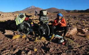 'Tertulia viajera' con Álvaro Neil, 'El biciclown'