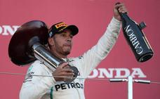 Hamilton ya saborea el champán de campeón