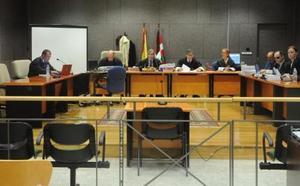 Ningún testigo entró en el despacho durante las tutorías entre acusado y alumno pese a ser un «lugar muy frecuentado»