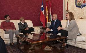 Ceniceros recibe a la nueva presidenta del Centro Riojano de Viña del Mar