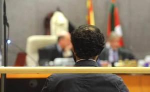 La Fiscalía mantiene la petición de 3 años para el exprofesor logroñés acusado de abusos pero descarta las agresiones más graves