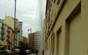 Un géiser en el centro de Logroño