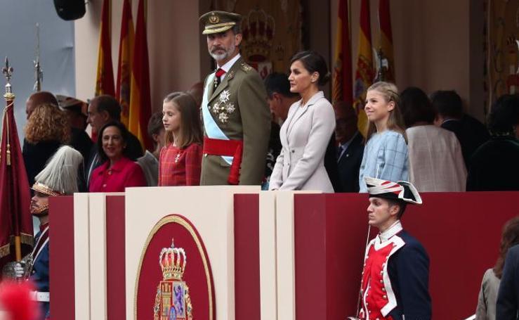 Banderas, aplausos y vivas a España y la Corona