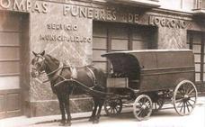 La Retina: pompas fúnebres con caballería