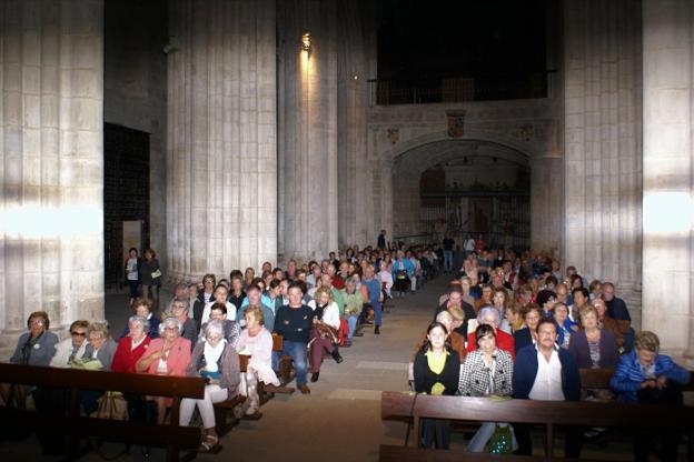 El último concierto del programa, del coro Betiko Ametsa, llenó la iglesia de Santa María la Real. :: F. D.
