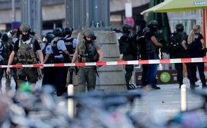 La toma de rehenes en la estación de Colonia acaba con el secuestrador herido de gravedad