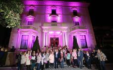 El Gobierno regional se tiñe de rosa para concienciar sobre el cáncer de mama
