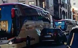 Choque de un autobús y un turismo sin heridos en Nájera