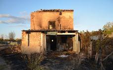 Un incendio afecta a una casa abandonada con peligro de derrumbe en Calahorra