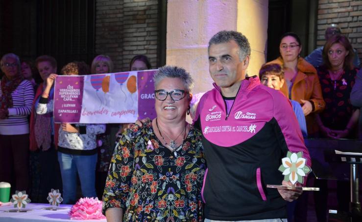 Recibimiento en Calahorra a los corredores del reto 'Zancadas contra el cáncer'