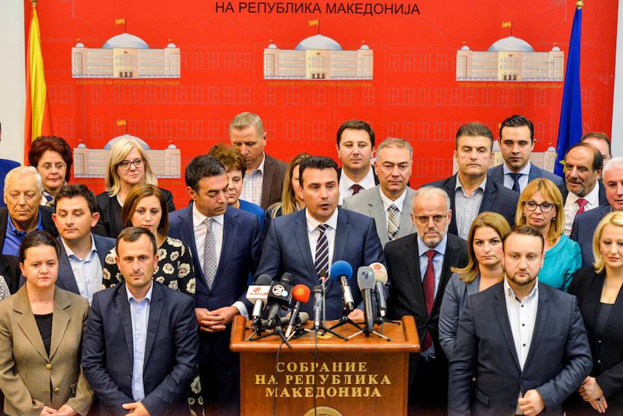 El Parlamento macedonio aprueba cambiar de nombre al país