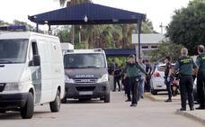 Muere un inmigrante en un salto de 300 personas a la valla de Melilla