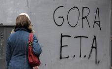 Pablo Trapero y Félix Viscarret dirigirán los ocho episodios de 'Patria'