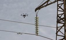 Buscan ampliar la autonomía de vuelo de los drones con cargas inalámbricas a distancia