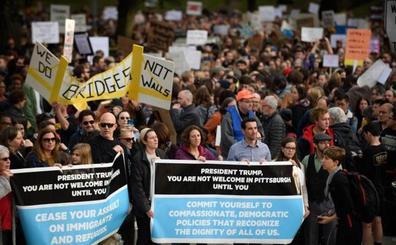 Una protesta recibe a Trump en Pittsburgh