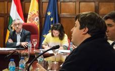 El pleno aprueba una moción que deja sin sueldo al alcalde de Santo Domingo