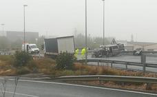 Una mujer herida en el choque entre una furgoneta y un camión en la 232 a la altura de Alfaro