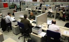 La ayuda a desempleados de larga duración seguirá pese a la caída del paro