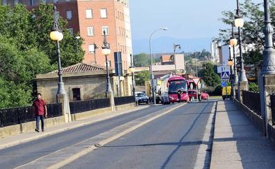 Tres vecinos rescatan a un hombre caído al Ebro