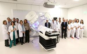 El primer acelerador contra el cáncer donado por Amancio Ortega estará en marcha el lunes