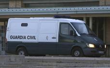 Atacan un furgón de la Guardia Civil para liberar a un alunicero