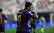 Suárez salva al Barcelona
