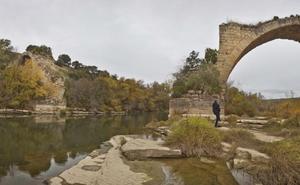 Mantible, un puente varado en el olvido