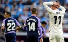 Bale pierde en el césped los galones