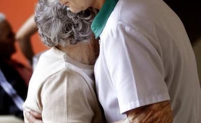 El 89% de los cuidadores españoles son mujeres de mediana edad