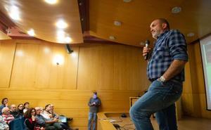 Oyarzábal: «El alpinismo da pasos hacia atrás»