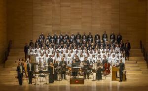 El Coro Sinfónico, con sus niños y los de John Rutter