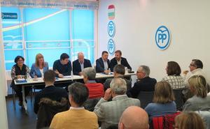 Ceniceros cree que el PSOE retrasa la reforma del Estatuto para no beneficiar al PP